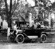 Automóvil Ford T,  el primer coche fabricado en cadena,  que tuvo una inmensa aceptación por su buen precio y fiabilidad. Ampliar imagen